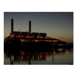 Central eléctrica de Huntly en la noche Postales