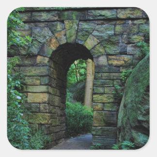 Central Park: Arco de piedra del paseo Pegatina Cuadrada