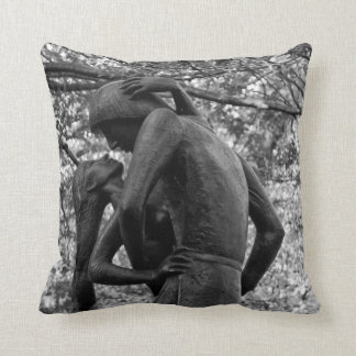 Central Park Autumn: Romeo & Juliet Statue 01 B&W Throw Pillow