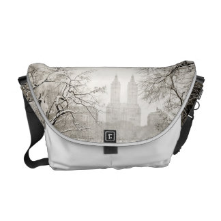 Central Park - Beautiful Winter Snow Messenger Bags