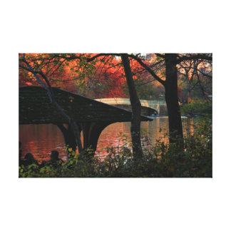 Central Park: Conversación a través del puente del Lona Estirada Galerias