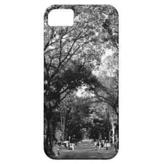 Central Park: El paseo del poeta en el verano BW iPhone 5 Case-Mate Protector