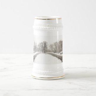 Central Park Winter Romance - Bow Bridge 18 Oz Beer Stein
