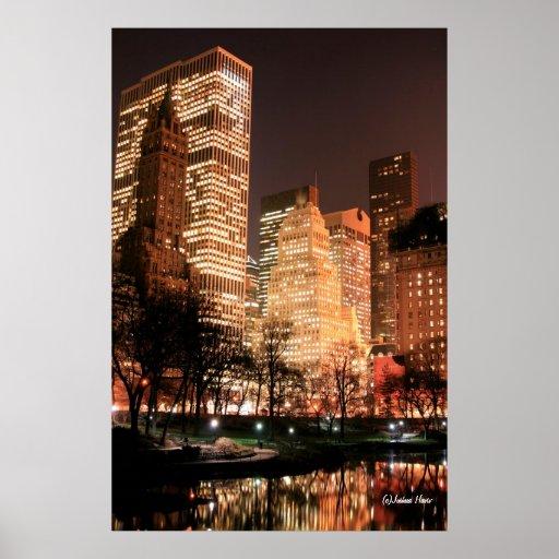 Central Park y horizonte de Manhattan en la noche Poster