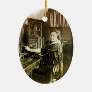 Centralita telefónica del vintage adorno navideño ovalado de cerámica