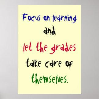 Céntrese en el aprendizaje, y, deje los grados, to póster