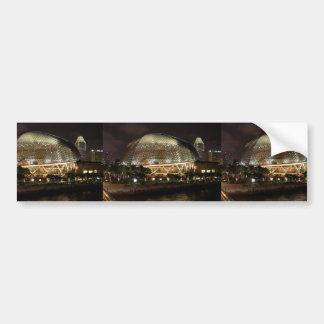 Centro cultural de Singapur en la noche en Durian Etiqueta De Parachoque