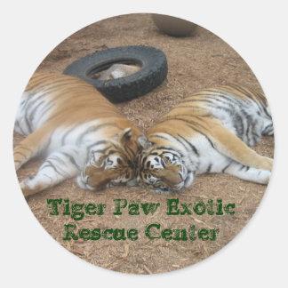 Centro exótico del rescate de la pata del tigre pegatina redonda