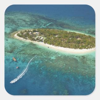 Centro turístico isleño y barco, Fiji del tesoro Pegatina Cuadrada