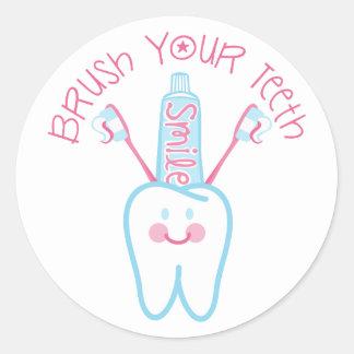 Cepille sus dientes pegatina redonda