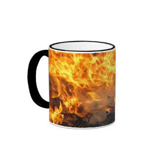 Cepillo ardiente taza de café