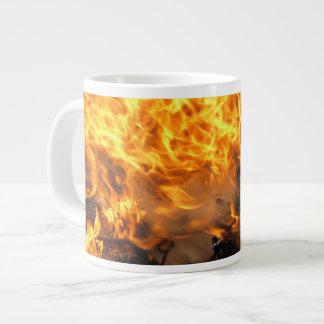 Cepillo ardiente taza de café gigante