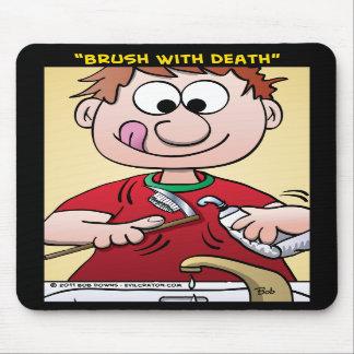 """""""Cepillo con muerte """" Alfombrilla De Raton"""