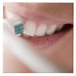 Cepillo de dientes eléctrico. Estos dispositivos Azulejo Cuadrado Grande