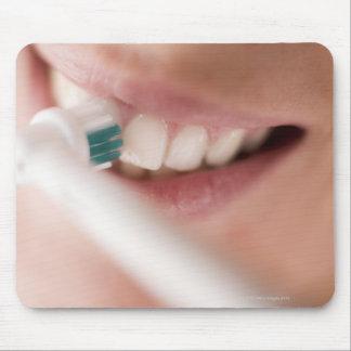 Cepillo de dientes eléctrico. Estos dispositivos t Mouse Pad