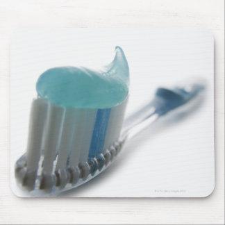 Cepillo de dientes y crema dental tapetes de ratón