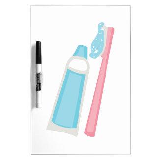 Cepillo de dientes y goma pizarras