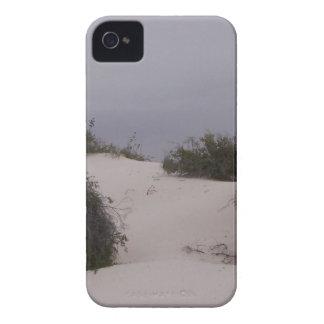 Cepillo del desierto en la arena blanca funda para iPhone 4 de Case-Mate