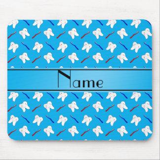Cepillos del azul y modelo conocidos mouse pads