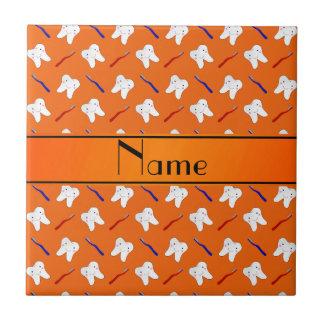 Cepillos del naranja y modelo conocidos azulejo cuadrado pequeño