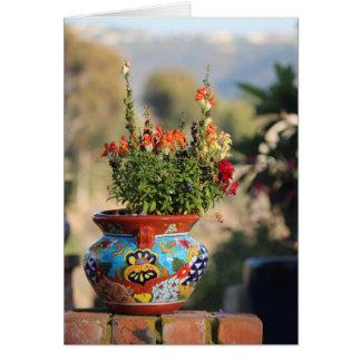 Cerámica colorida con las flores [aún vida] tarjeta de felicitación
