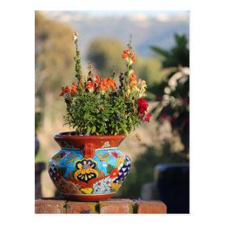 Cerámica colorida con las flores [aún vida] tarjeta postal