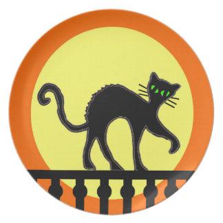 Cerca de la luna del amarillo del gato negro plato para fiesta
