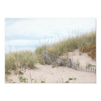 """Cerca de la playa en la duna de arena invitación 5"""" x 7"""""""