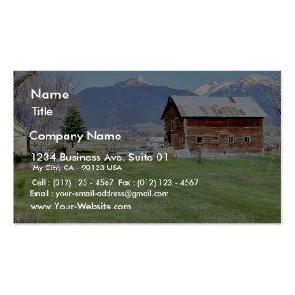 Cerca de las montañas de la hierba de granero plantilla de tarjeta de negocio