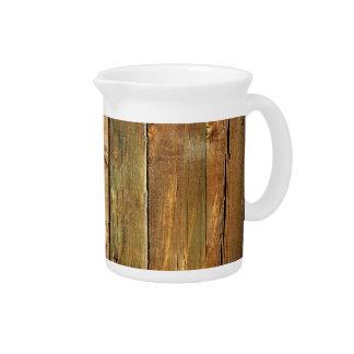 Cerca de madera jarra para bebida