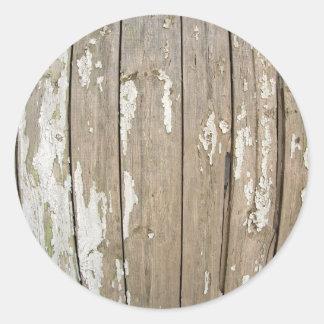 Cerca de madera vieja con la pintura exfoliated pegatina redonda