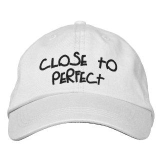 """""""Cerca"""" del gorra ajustable personalizado perfecto Gorra De Beisbol Bordada"""