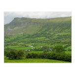 Cerca del lago de Glencar en Irlanda Tarjetas Postales