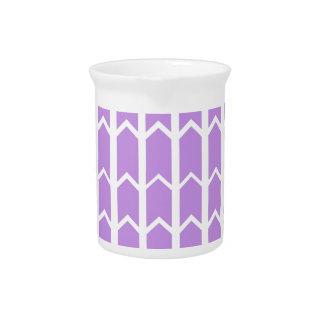 Cerca del panel de la lavanda jarras de beber