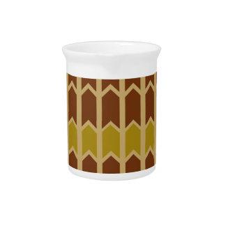 Cerca marrón cremosa del panel jarra de beber