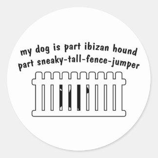 Cerca-Puente de la pieza del perro de Ibizan de la Etiquetas Redondas