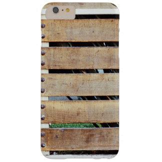 Cerca temática, una cerca de madera clavada a un funda barely there iPhone 6 plus