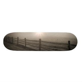 Cerca y resplandor solar a través de la niebla cer patín personalizado