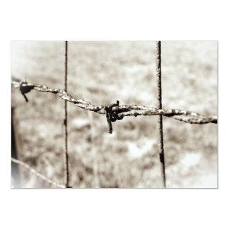 """Cercado del alambre de púas (sepia) invitación 5"""" x 7"""""""