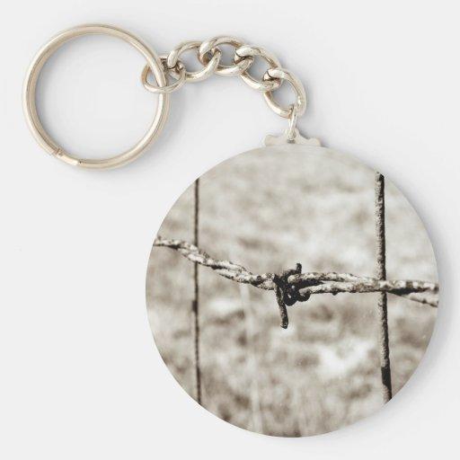 Cercado del alambre de púas (sepia) llavero