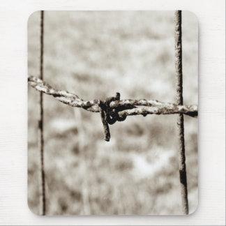 Cercado del alambre de púas (sepia) alfombrillas de raton