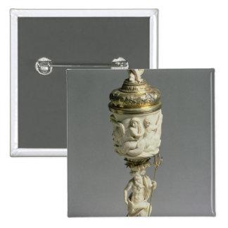 Cerda joven de plata y cubilete de marfil tallado pin cuadrada 5 cm