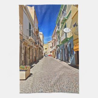 Cerdeña - calle principal en Carloforte Toalla De Cocina