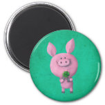 Cerdo afortunado con el trébol afortunado de cuatr imanes