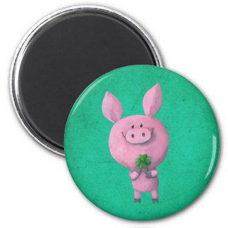 Cerdo afortunado con el trébol afortunado de cuatr imán redondo 5 cm