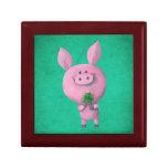 Cerdo afortunado con el trébol afortunado de cuatr joyero cuadrado pequeño