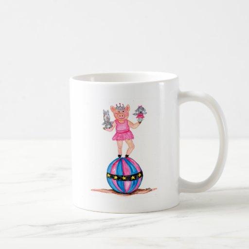 Cerdo de la bailarina con los caniches de taza básica blanca