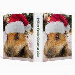 Cerdo dulce en árbol de navidad del gorra de Santa