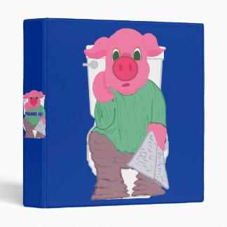 Cerdo en la carpeta del retrete