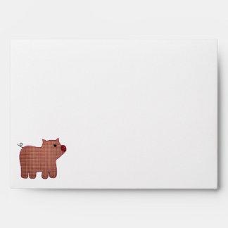 Cerdo lindo de la tela escocesa del rosa del sobres